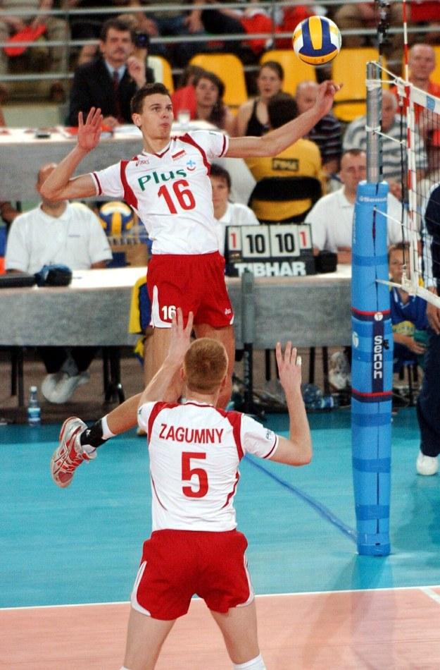 Arkadiusz Gołaś i Paweł Zagumny podczas meczu Ligi Światowej z Argentyną, Bydgoszcz 2005 /Wojtek Szablewski /PAP/EPA
