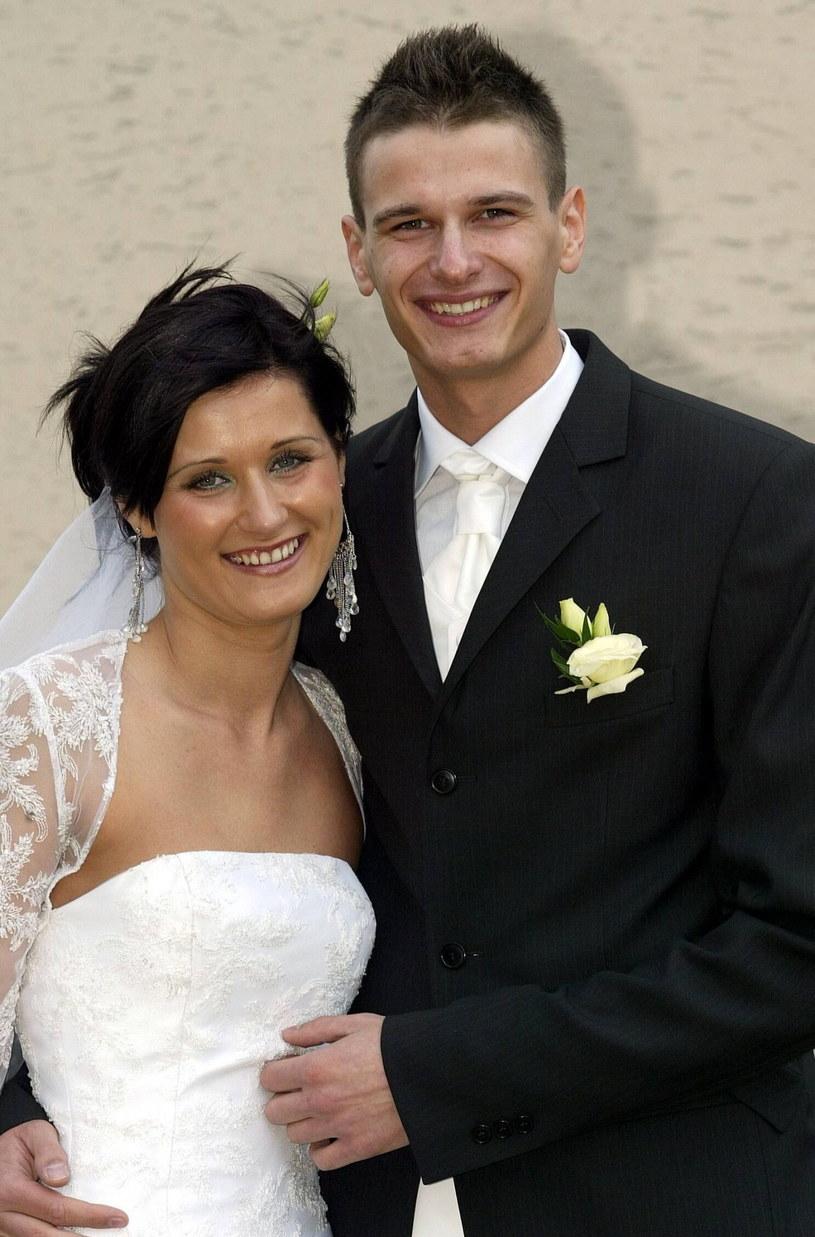 Arkadiusz i Agnieszka Gołasiowie pobrali się 21 lipca 2005 r. Niespełna dwa miesiące przed tragicznym wypadkiem /Artur Barbarowski /East News