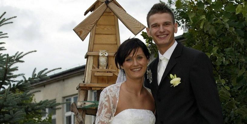 Arkadiusz i Agnieszka Gołasiowie wzięli ślub w kościele pw .Maksymiliana Marii Kolbego /Artur Barbarowski /East News