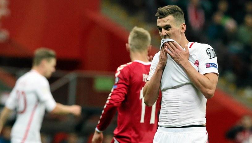 Arkadiusz Milik doznał kontuzji w meczu z Danią /Fot. Kuba Atys /