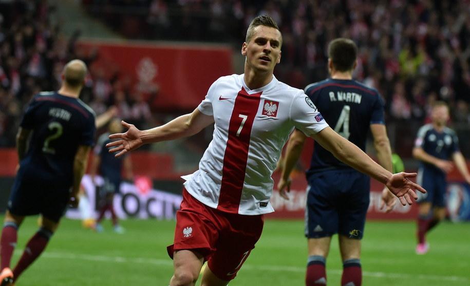Arkadiusz Milik fetuje gola na 2:2 /Bartłomiej Zborowski /PAP