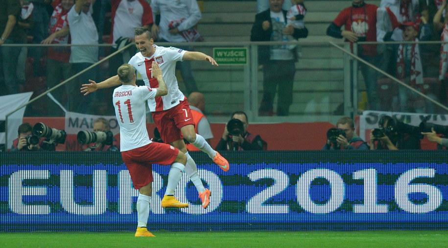 Arkadiusz Milik i Kamil Grosicki cieszą się z pierwszego gola w meczu z Niemcami /THOMAS EISENHUTH    /PAP/EPA
