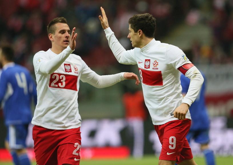 Arkadiusz Milik i Robert Lewandowski w meczu z San Marino /Fot. Leszek Szymański /PAP