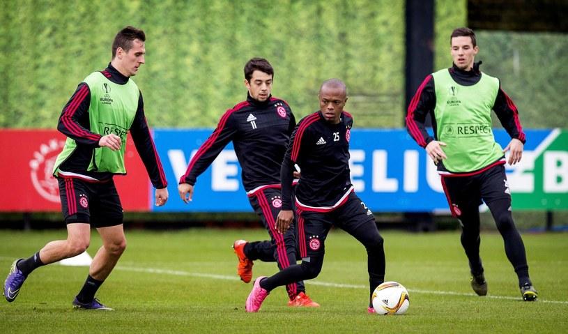 Arkadiusz Milik (pierwszy z lewej) na treningu przed meczem Ligi Europejskiej Ajax - Fenerbahce /PAP/EPA