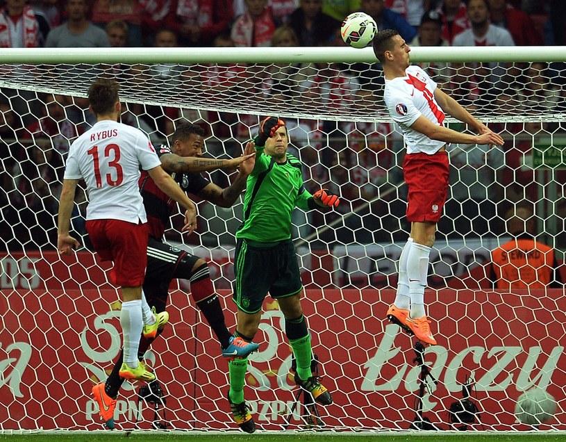 Arkadiusz Milik (pierwszy z prawej) na Stadionie Narodowym latał wyżej niż Manuel Neuer /AFP