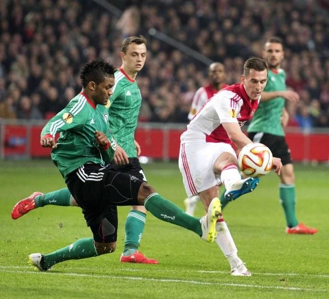 Arkadiusz Milik strzela gola dla Ajaksu w meczu z Legią /PAP/EPA