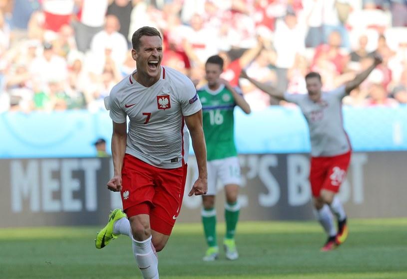 Arkadiusz Milik świętuje gola przeciwko Irlandii Północnej /AFP