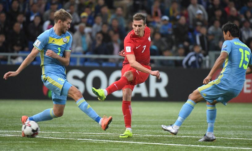 Arkadiusz Milik (w środku) w meczu z Kazachstanem /Fot. Bartłomiej Zborowski /PAP