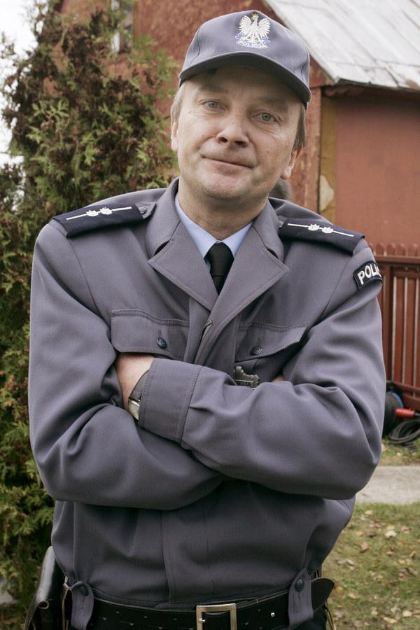"""Arkadiusz Nader w """"Ranczu"""" wciela się w postać policjanta /- /AKPA"""