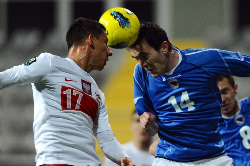 Arkadiusz Piech (z lewej w meczu z Bosnią i Hercegowiną) po transferze do Legii ma nadzieję na powrót do reprezentacji Polski /AFP