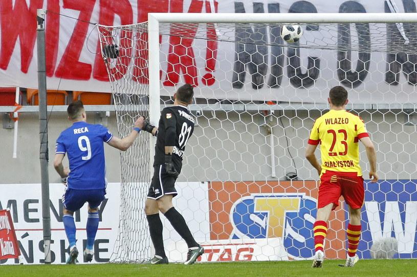 Arkadziusz Reca strzela pierwszego gola dla Wisły Płock /Artur Reszko /PAP