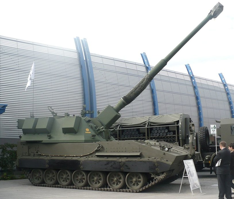 Armatohaubica Krab o kalibrze 155mm (nie ma pewności czy omawiana rakieta by była wystrzeliwana z tej haubicy) / Źródło: Pibwl, CC BY-SA 3.0 /Kosmonauta