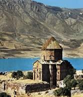 Armenia: kościół Aktamar wzniesiony w 921 r. przez króla Gagika /Encyklopedia Internautica