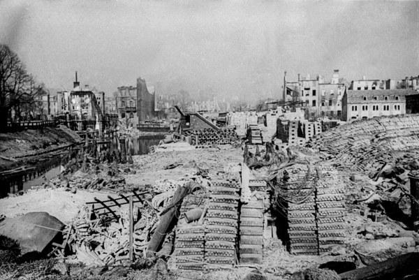 Pierwszy dzień po wkroczeniu do Gdańska Armii Czerwonej, 1945