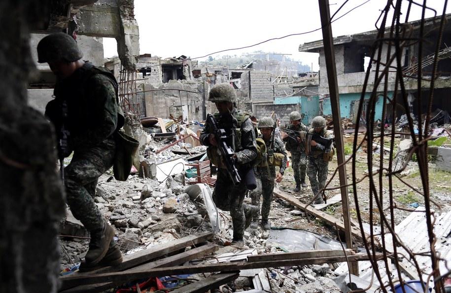 Armia przejęła centrum dowodzenia dżihadystów w Marawi /Jeoffrey Maitem /PAP/EPA