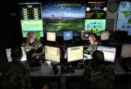 Armia USA stale monitoruje światowy internet. Czy to wystarcza? Nie. /AFP