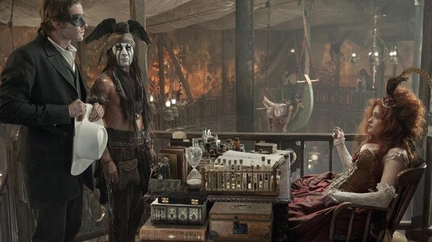 "Armie Hammer, Johnny Depp i Helena Bonham Carter w scenie z filmu ""Jeździec znikąd"" /materiały dystrybutora"
