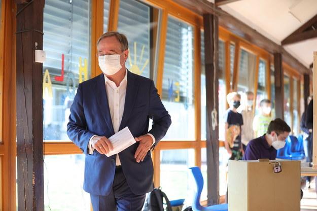 Armin Laschet w lokalu wyborczym /Friedemann Vogel /PAP/EPA