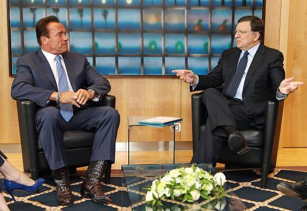 Arnold Schwarzenegger (L) i Jose Barroso /AFP