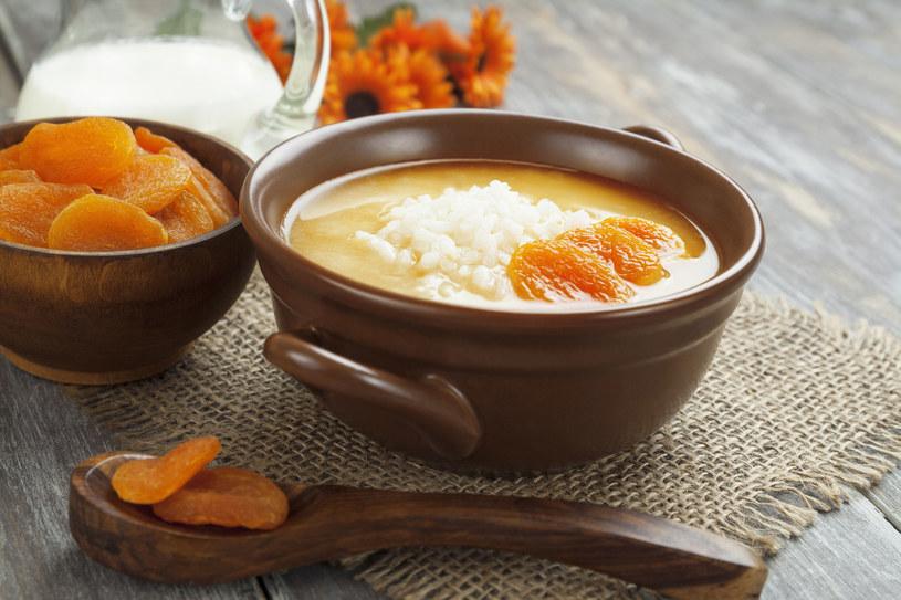 Aromatyczna zupa cieszy zmysły smakiem i intensywnym kolorem /123RF/PICSEL
