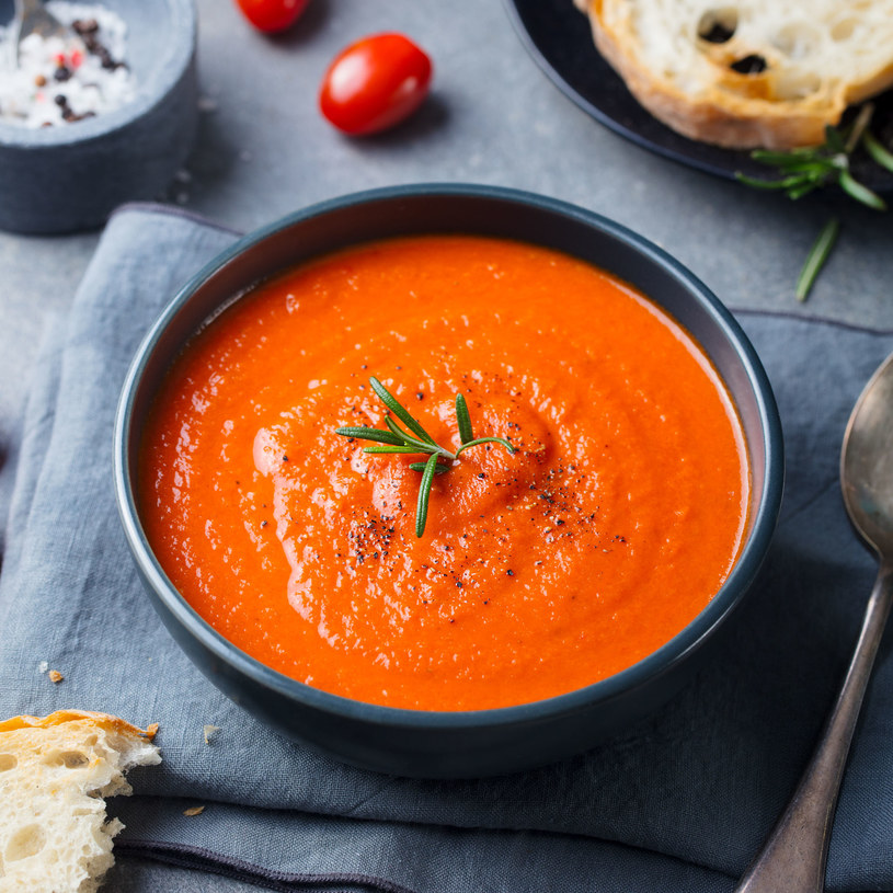 Aromatyczna zupa krem z pieczonych pomidorów /123RF/PICSEL