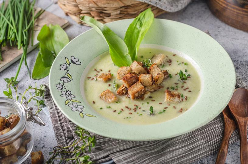 Aromatyczne grzanki podkreślą smak kremowej zupy /123RF/PICSEL