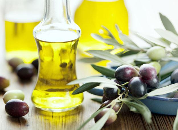Aromatyzowane oliwy nadadzą twoim koltecikom i pieczeniom wyjątkowo piękny zapach i smak /123RF/PICSEL
