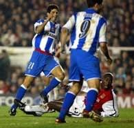 Arsenal - Deportivo 0:2. Juan Carlos Valeron zdobył właśnie pierwszą bramkę dla gości