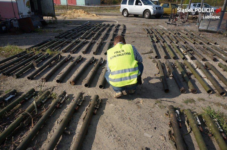 Arsenał znaleziony na terenie posesji w Lublińcu /Policja