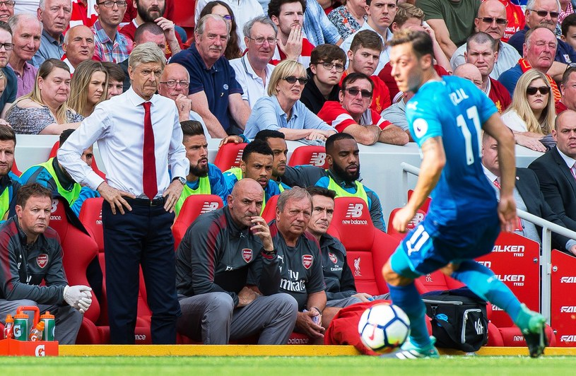 Arsene Wenger podczas meczu z Liverpoolem /PAP/EPA