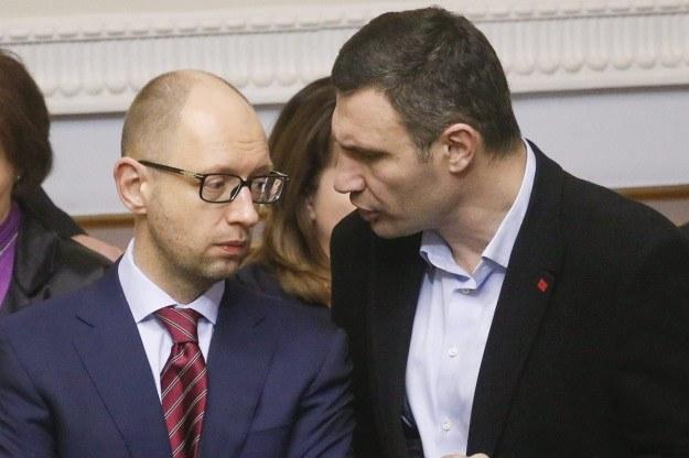 Arsenij Jaceniuk i Witalij Kliczko /AFP