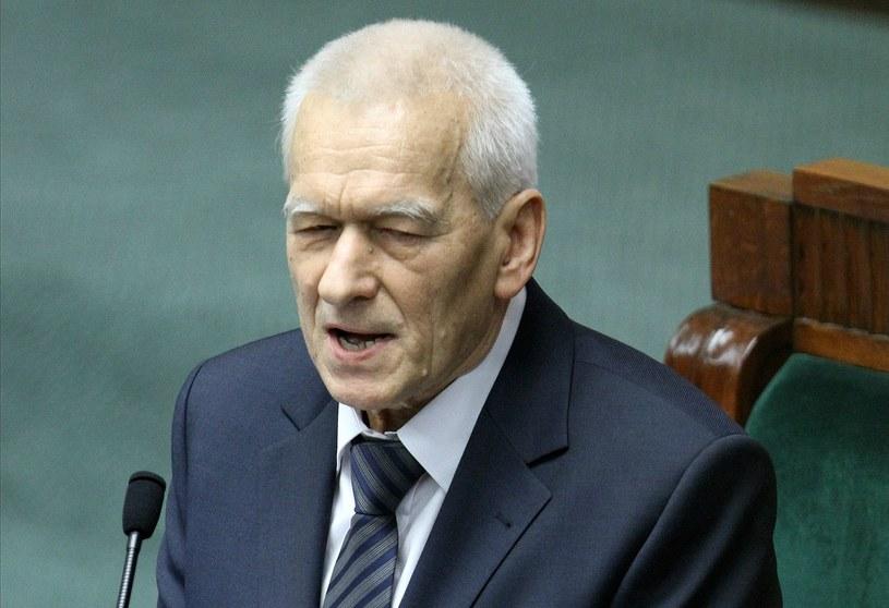 arszałek-senior Kornel Morawiecki przemawia podczas pierwszego posiedzenia Sejmu VIII kadencji /Leszek Szymański /PAP