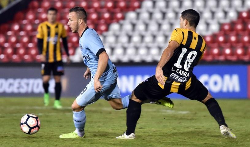 Arthur (z lewej) podczas meczu Copa Libertadores z Guarani /AFP