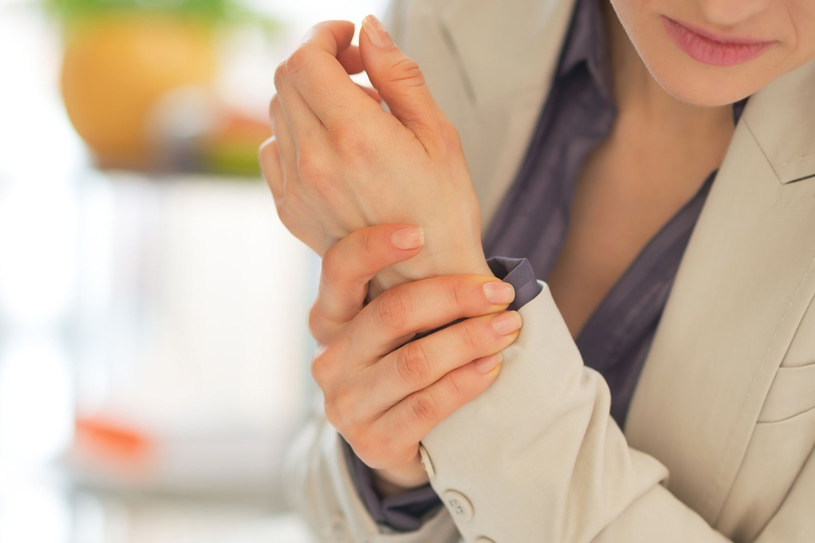Artretyzm objawia się nie tylko w podeszłym wieku /123RF/PICSEL