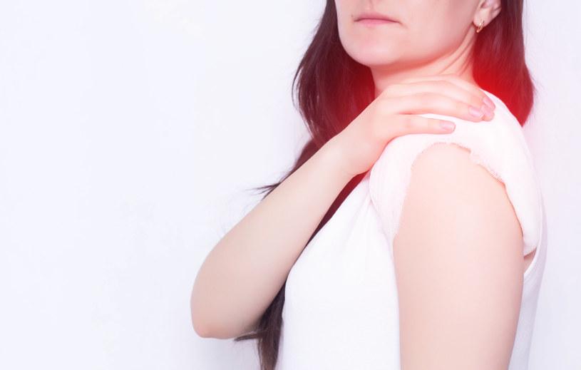 Artrozie towarzyszy często silny ból /123RF/PICSEL