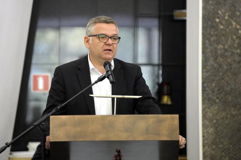 Artur Andrus wygłosił wzruszające przemówienie /Gałązka /AKPA