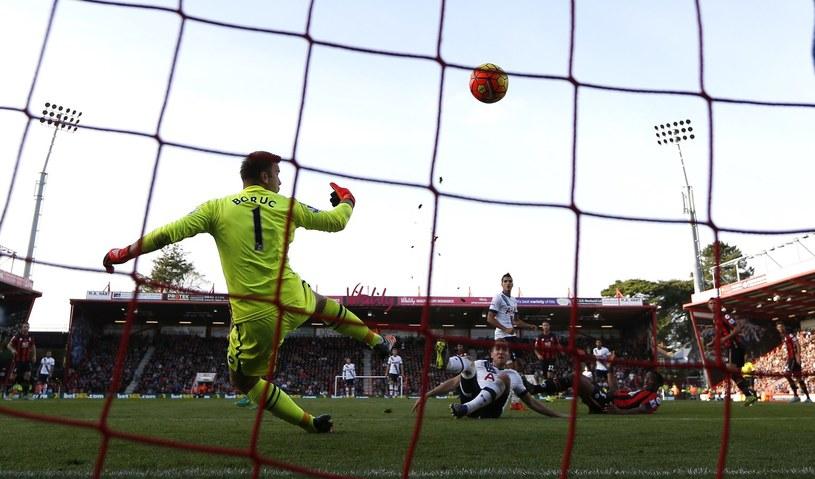 """Artur Boruc nie miał swojego dnia. Popełnił błedy przy dwóch bramkach, które """"The Cherries"""" stracili w meczu z Liverpoolem /AFP"""