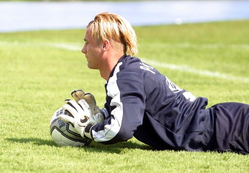 Artur Boruc podczas treningu przed meczem reprezentacji z Irlandią w 2004 roku /Przemysław Wierzchowski /East News