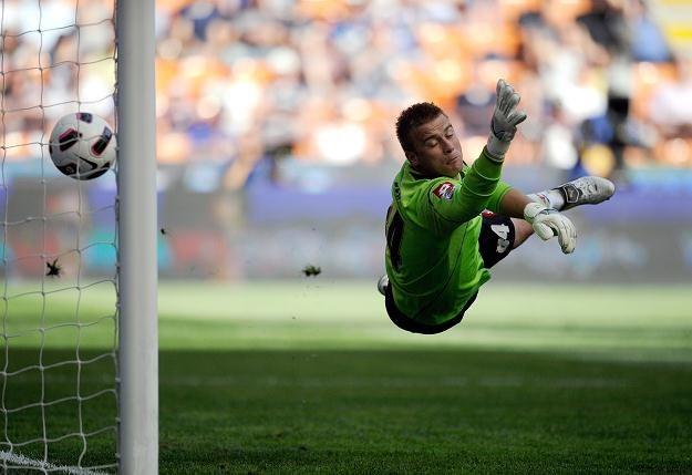 Artur Boruc puścił trzy gole na Giuseppe Meazza, a jego Fiorentina przegrała 1-3 /AFP
