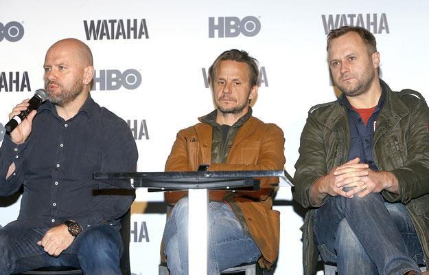 """Artur Kowalewski, Bartłomiej Topa i Leszek Lichota na konferencji serialu HBO """"Wataha"""" /AKPA"""