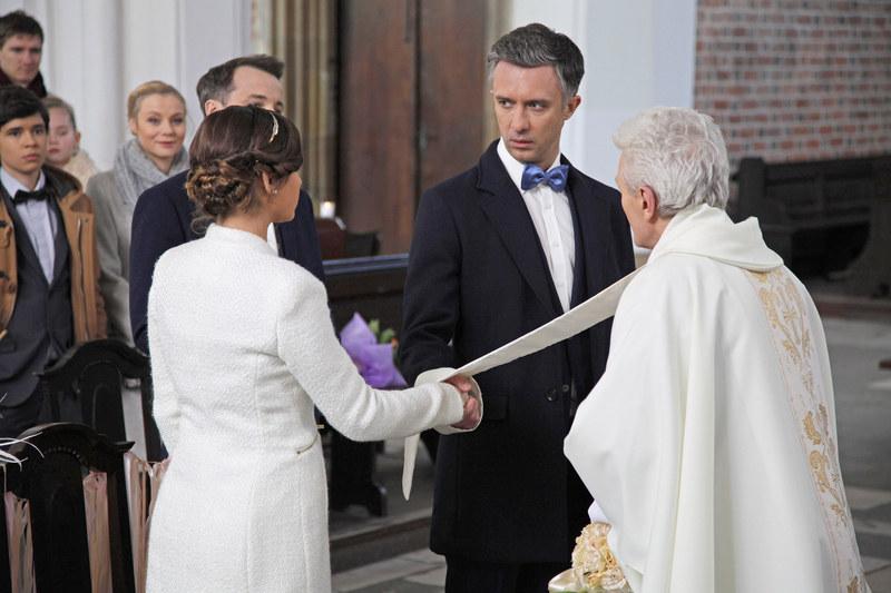Artur przerwie ceremonię ślubną, odwróci się na pięcie i... /Telus /AKPA