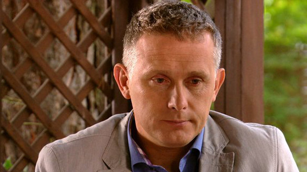 Artur (Robert Moskwa) wyznaje Mostowiakom (Witold Pyrkosz i Teresa Lipowska), że Maria cierpi na depresję. /MTL Maxfilm