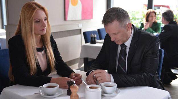 Artur (Robert Moskwa) z Teresą Drawicz (Dominika Łakomska) /Agencja W. Impact