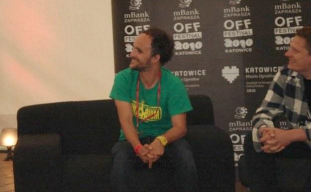 Artur Rojek podczas konferencji prasowej /INTERIA.PL