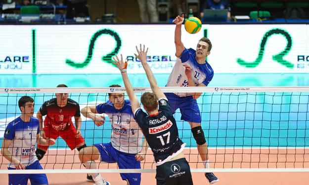 Artur Szalpuk w ataku /CEV.eu /
