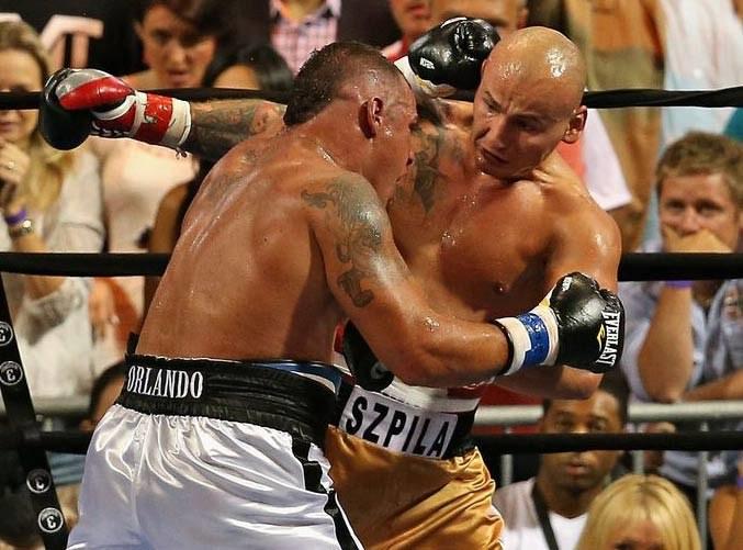 Artur Szpilka w walce z Mike'm Mollo /AFP