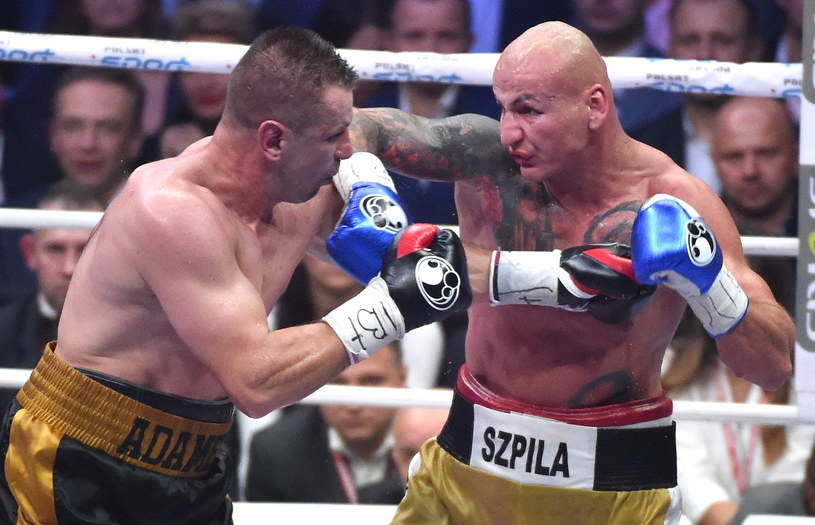 Artur Szpilka (z prawej) pokonał Tomasza Adamka /fot. Jacek Bednarczyk /PAP