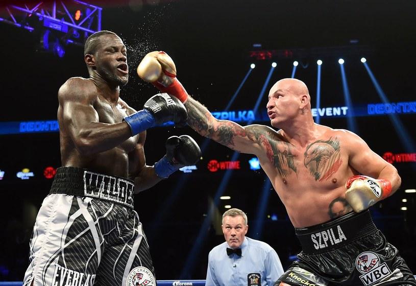 Artur Szpilka (z prawej) w pojedynku z Deontayem Wilderem /AFP