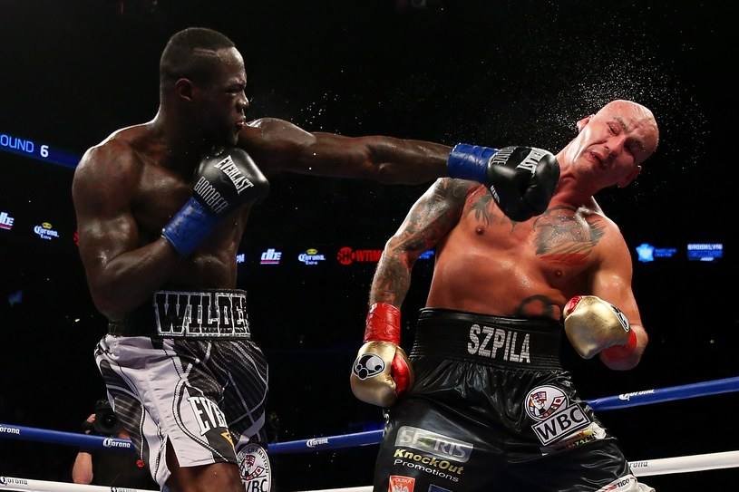 Artur Szpilka (z prawej) w walce z Deontayem Wilderem /AFP