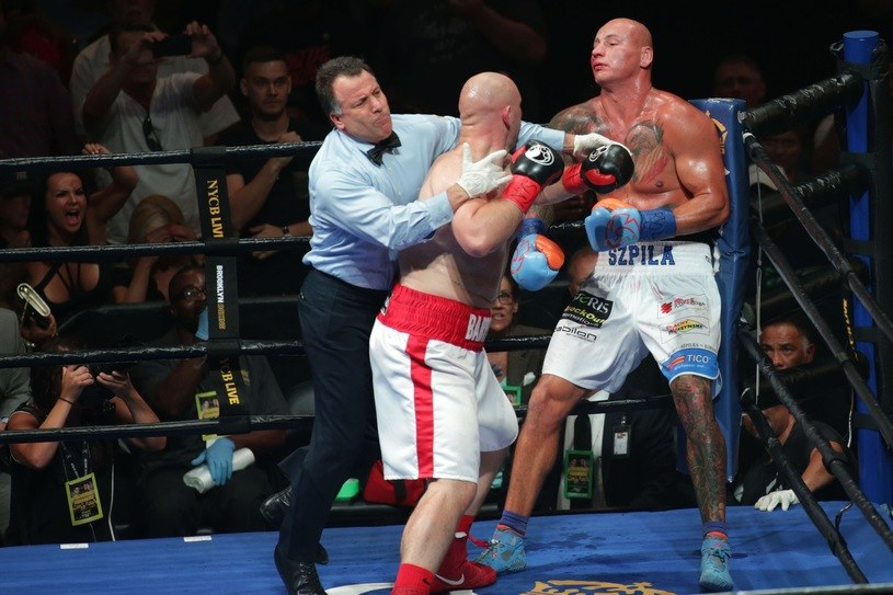 Artur Szpilka (z prawej) został ciężko pobity przez Adama Kownackiego /fot. Wojciech Kubik /East News
